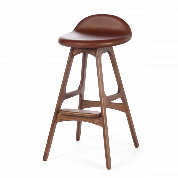 Барный стул Buch 2Полубарные<br>Мы говорим скандинавский модерн, подразумеваем целую плеяду дизайнеров-экспериментаторов, среди которых был и Эрик Бук. Мебель этого датчанина с 1957 года занимает прочные позиции в истории дизайна благодаря минималистичным обтекаемым формам, натуральным материалам — дереву, ткани и коже, практичности и функциональности.<br><br><br> Поклонников модного нынче экологичного образа жизни, да и просто любителей завтраков и ужинов на траве, наверняка привлечет знаменитый барный стул Buch 2. Он появи...<br><br>stock: 7<br>Высота: 75,5<br>Высота сиденья: 65<br>Ширина: 40<br>Глубина: 45<br>Цвет ножек: Орех<br>Материал ножек: Массив ореха<br>Материал обивки: Кожа<br>Коллекция ткани: Harry Leather<br>Тип материала ножек: Дерево<br>Цвет обивки: Коричневый<br>Дизайнер: Erik Buch