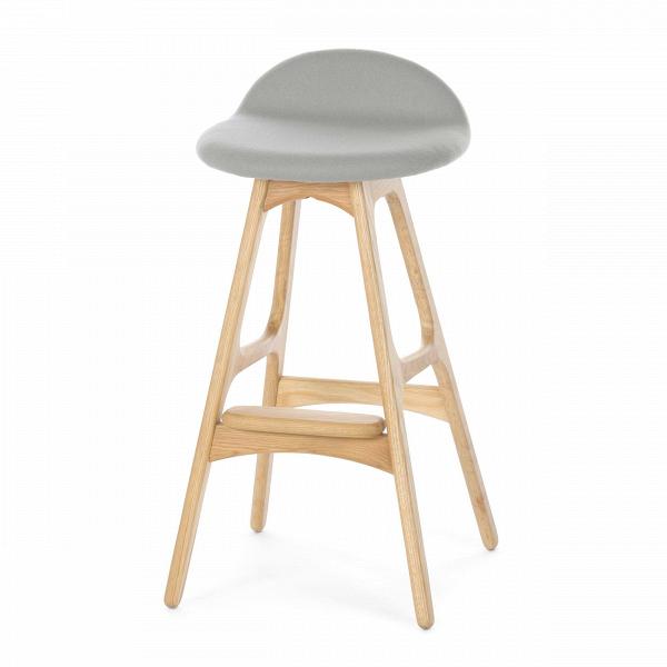 Барный стул Buch 2Полубарные<br>Мы говорим скандинавский модерн, подразумеваем целую плеяду дизайнеров-экспериментаторов, среди которых был и Эрик Бук. Мебель этого датчанина с 1957 года занимает прочные позиции в истории дизайна благодаря минималистичным обтекаемым формам, натуральным материалам — дереву, ткани и коже, практичности и функциональности.<br><br><br> Поклонников модного нынче экологичного образа жизни, да и просто любителей завтраков и ужинов на траве, наверняка привлечет знаменитый барный стул Buch 2. Он появи...<br><br>stock: 0<br>Высота: 75,5<br>Высота сиденья: 65<br>Ширина: 40<br>Глубина: 45<br>Цвет ножек: Белый дуб<br>Материал ножек: Массив дуба<br>Материал сидения: Шерсть, Нейлон<br>Цвет сидения: Светло-серый<br>Тип материала сидения: Ткань<br>Коллекция ткани: T Fabric<br>Тип материала ножек: Дерево<br>Дизайнер: Erik Buch