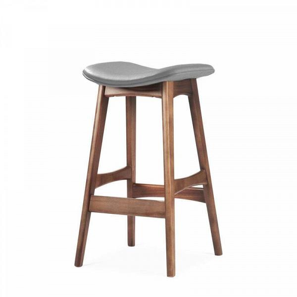Барный стул Allegra высота 67Полубарные<br>Первоначально разработанный Йоханнесом Андерсеном вВ1961 году, барный стул Allegra высота 67 — простое, ноВшикарное дополнение кВлюбому дому или офису. СВсиденьем, находящимся наВуровне 76 сантиметров, этот стильный стул практичен иВсовременен.<br><br><br> Высококачественная рама барного стула Allegra высота 67 выполнена изВореха, аВсиденьеВ— изВмягкой кожи, которую кВтомуВже легко чистить. Сиденье шириной 40 сантиметров подстроено по...<br><br>stock: 0<br>Высота: 66,5<br>Ширина: 40<br>Глубина: 38,5<br>Цвет ножек: Орех<br>Материал ножек: Массив ореха<br>Материал сидения: Полиуретан<br>Цвет сидения: Темно-серый<br>Тип материала сидения: Кожа искусственная<br>Коллекция ткани: Premium Grade PU<br>Тип материала ножек: Дерево