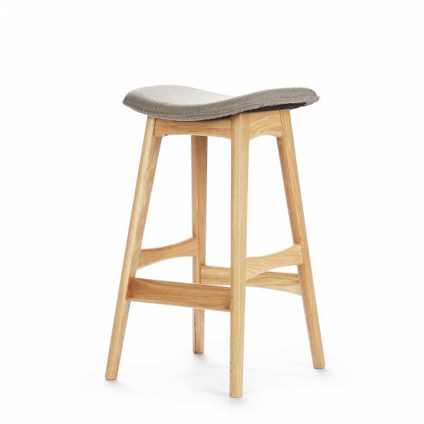 Барный стул Allegra высота 67Полубарные<br>Первоначально разработанный Йоханнесом Андерсеном вВ1961 году, барный стул Allegra высота 67 — простое, ноВшикарное дополнение кВлюбому дому или офису. СВсиденьем, находящимся наВуровне 76 сантиметров, этот стильный стул практичен иВсовременен.<br><br><br> Высококачественная рама барного стула Allegra высота 67 выполнена изВореха, аВсиденьеВ— изВмягкой кожи, которую кВтомуВже легко чистить. Сиденье шириной 40 сантиметров подстроено по...<br><br>stock: 6<br>Высота: 66,5<br>Ширина: 40<br>Глубина: 38,5<br>Цвет ножек: Белый дуб<br>Материал ножек: Массив дуба<br>Материал сидения: Полиэстер<br>Цвет сидения: Бежево-серый<br>Тип материала сидения: Ткань<br>Коллекция ткани: Gabriel Fabric<br>Тип материала ножек: Дерево