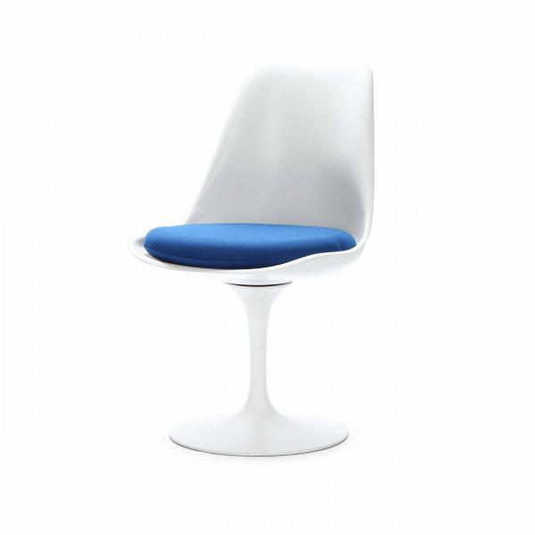 Стул TulipИнтерьерные<br>Дизайнерский стул Tulip (Тьюлип) из стекловолокна на алюминиевой ножке от Cosmo (Космо).<br><br> Стул Tulip — это один из самых знаменитых предметов мебели, он был разработан в 1958 году Ээро Саариненом. Поистине футуристический дизайн и классика модерна. Первый в мире одноногий стул изменил будущее дизайна мебели. Формой стул напоминает бокал или, как видно из названия, — тюльпан. Уникальное основание постамента обеспечивает устойчивость и выглядит эстетически привлекательным. Избавив стул от тр...<br><br>stock: 4<br>Высота: 81<br>Высота сиденья: 46<br>Ширина: 49,5<br>Глубина: 53<br>Цвет ножек: Белый матовый<br>Механизмы: Поворотная функция<br>Тип материала каркаса: Стекловолокно<br>Материал сидения: Полиэстер<br>Цвет сидения: Синий<br>Тип материала сидения: Ткань<br>Коллекция ткани: Gabriel Fabric<br>Тип материала ножек: Алюминий<br>Цвет каркаса: Белый матовый<br>Дизайнер: Eero Saarinen