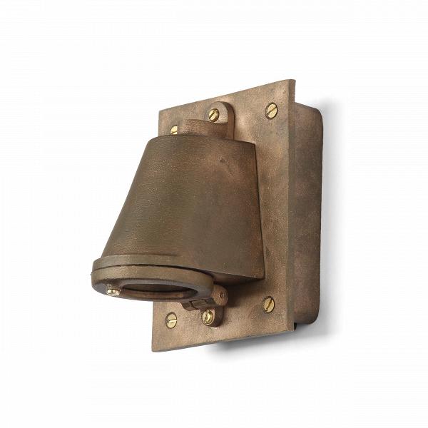 Настенный светильник Mast Light Transformer BoxНастенные<br>Настенный светильник Mast Light Transformer Box — это приглашение вВисторию лондонских морских верфей XIX века. Этот настенный светильник сочетает вВсебе уникальные формы, аутентичный стиль, индустриальный дизайн, высокое качество материалов, традиции мастеров прошлых веков иВособое внимание неВтолько кВдекоративным, ноВиВкВпрактическим свойствам изделий.<br><br><br><br><br><br> Лаконичный дизайн иВвыбор материалов (латунь, медь, алюминий, чугун) делают ...<br><br>stock: 0<br>Высота: 14,5<br>Ширина: 11,5<br>Материал арматуры: Металл<br>Цвет арматуры: Бронза матовая