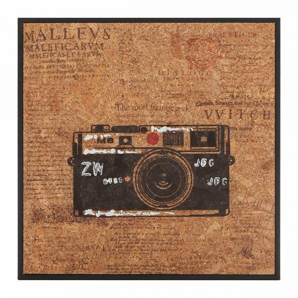 Картина LeicaКартины<br>Когда вся мебель в интерьере расставлена, в ход идет декор. Именно он расставляет акценты и придает интерьеру характер. С картинами из коллекции Cork от компании Cosmo вы сумеете создать интерьер своей мечты — яркий и атмосферный.В<br> <br> Картина Leica — модель с изображением пленочного фотоаппарата. Монохромный принт с красным акцентным цветом — характерная черта коллекции. Надписи, разбитые на колонки в газетном стиле, — также примечательная особенность. Картина отлично подходит для укра...<br><br>stock: 10<br>Ширина: 32<br>Материал: Роспись по дереву<br>Длина: 32