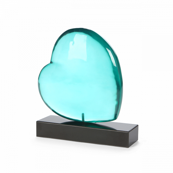 Статуэтка Pure Love 2Настольные<br>Дизайнерская голубая статуэтка сердца Pure Love (Пьюр Лав) из полистоуна на мраморной подставке от Cosmo (Космо).<br>         Романтичность человеческой натуры находит свое отражение не только в музыке или живописи. Создание интерьера и украшение своего дома — это также сложное и увлекательное искусство, с помощью которого можно добиться удивительных результатов. А создание романтики в своем доме — это весьма интересное и правильное решение, которое позволит чувствовать в своем гнездышке самые ...<br><br>stock: 1<br>Высота: 35<br>Ширина: 10<br>Материал: Полистоун<br>Цвет: Голубой<br>Длина: 34<br>Материал дополнительный: Мрамор<br>Цвет дополнительный: Черный