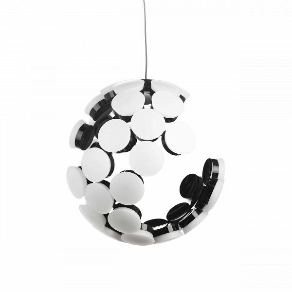 Подвесной светильник ScopasПодвесные<br>Созданный с помощью повторений одного единственного элемента, подвесной светильник Scopas представляет собой сферу с отсутствием некоторых деталей. Дизайн данной модели светильника — своего рода хамелеон. Под разным углом обзора он предстает совершенно разным. То это минималистичный сферический абажур, то асимметричный арт-объект. С определенностью можно сказать одно: с таким подвесным светильником интерьер вашего дома или квартиры не будет скучным.<br> <br> Светильник изготовлен в соответствии с...<br><br>stock: 0<br>Высота: 180<br>Диаметр: 51<br>Доп. цвет абажура: Белый<br>Количество ламп: 36<br>Материал абажура: Акрил<br>Материал арматуры: Металл<br>Мощность лампы: 2<br>Напряжение: 220<br>Тип лампы/цоколь: LED<br>Цвет абажура: Черный