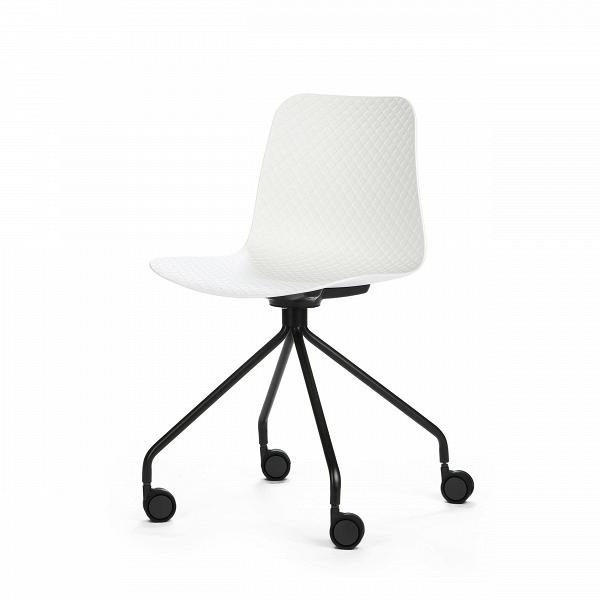 Стул Glide на колесикахИнтерьерные<br>Дизайнерский черно-белый стул Glide (Глайд) из пластика на стальных ножках с колесиками от Cosmo (Космо).<br>Glide — небольшая коллекция интерьерных стульев, выполненнаяВ в соответствии с высокими требованиями к комфорту. Их дизайн разработан для дома, офиса и общественных мест. Модели коллекцииВотличаются ножками — их цветом, формой и стилем. Дизайнер хотел создать универсальную линейку, в которой любой сможет найти себе подходящий вариант.<br> <br> Сиденье изготовлено из полипропилена —...<br><br>stock: 21<br>Высота: 81<br>Высота спинки: 45<br>Ширина: 47<br>Глубина: 48<br>Цвет ножек: Черный<br>Цвет сидения: Белый<br>Тип материала сидения: Полипропилен<br>Тип материала ножек: Сталь