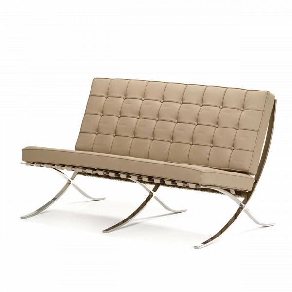 Диван Barcelona 1Двухместные<br>Дизайнерский маленький диван Barcelona 1 (Барселона 1) с хромированными ножками от Cosmo (Космо).<br><br>Как так могло получиться, что дизайн, созданный 80 лет назад, до сих пор остаетсяВиконой стиляВсовременной мебели?<br> Диван Barcelona 1 разрабатывался для испанской королевской семьи, однако оказался невостребованным. Дизайн дивана был результатом сотрудничества Лили Рейх и Людвига Миса ван Дер Роэ. В 1960-е годы этот диванВзанял свое заслуженное и почетное место в кабинетах ба...<br><br>stock: 0<br>Высота: 78,5<br>Высота сиденья: 44<br>Глубина: 78<br>Длина: 132,5<br>Цвет ножек: Хром<br>Коллекция ткани: Standart Leather<br>Тип материала обивки: Кожа<br>Тип материала ножек: Сталь нержавеющая<br>Цвет обивки: Бежевый<br>Дизайнер: Ludwig Mies van der Rohe