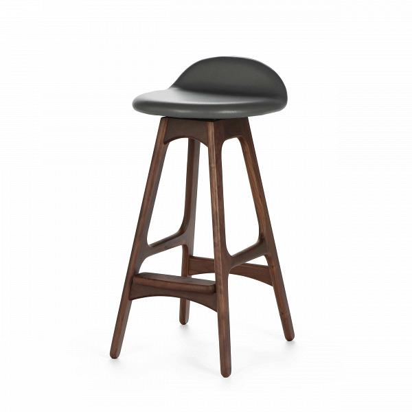 Барный стул Buch 1Полубарные<br>Мы говорим скандинавский модерн, подразумеваем целую плеяду дизайнеров-экспериментаторов, среди которых был и Эрик Бук. Мебель этого датчанина с 1957 года занимает прочные позиции в истории дизайна благодаря минималистичным обтекаемым формам, натуральным материалам — дереву, ткани и коже, — практичности и функциональности.<br><br><br> Поклонников модного нынче экологичного образа жизни, да и просто любителей завтраков и ужинов на траве, наверняка привлечет знаменитыйВбарный стул Buch 1. О...<br><br>stock: 2<br>Высота: 75,5<br>Высота сиденья: 68<br>Ширина: 38<br>Глубина: 42,5<br>Цвет ножек: Орех<br>Механизмы: Поворотная функция<br>Материал ножек: Массив ореха<br>Цвет сидения: Темно-серый<br>Тип материала сидения: Кожа<br>Коллекция ткани: Harry Leather<br>Тип материала ножек: Дерево<br>Дизайнер: Erik Buch