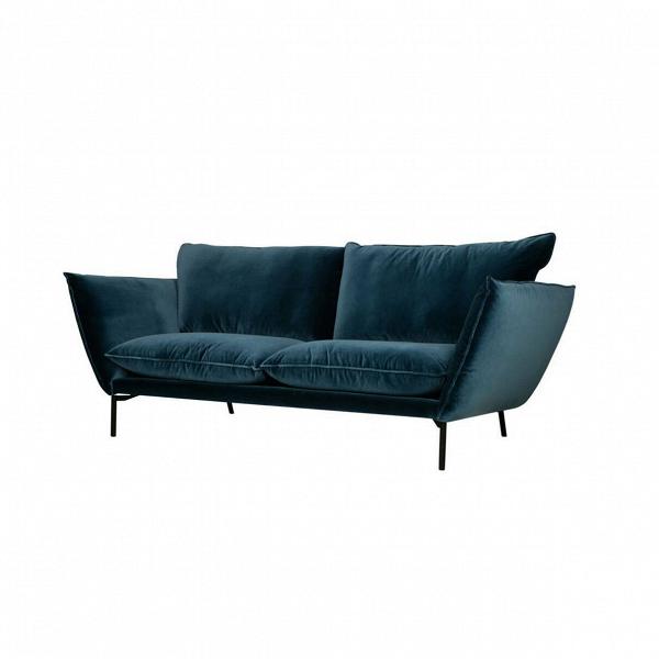 Диван HugoТрехместные<br>Простота конструкции дивана Hugo делает его удобным. Очень мягкие подлокотники и спинкаВ— это крупные и очень мягкие подушки, которые, как и сиденье, обиты войлоком. Этот материал набирает все большую популярность в области дизайна. Им обивают как мебель, так и, к примеру, стены. Износостойкий текстурный материал придает интерьеру аутентичность. В<br><br><br> Диван Hugo — воплощение современного дизайна, подаренное английским дизайнером Иэном Арчером. Он начал свой творческий путь со ...<br><br>stock: 0<br>Высота: 84<br>Высота сиденья: 46<br>Глубина: 101<br>Длина: 214<br>Цвет ножек: Черный<br>Материал обивки: Хлопок<br>Степень комфортности: Люкс<br>Форма подлокотников: Стандарт<br>Коллекция ткани: Exclusive<br>Тип материала обивки: Ткань<br>Тип материала ножек: Металл<br>Цвет обивки: Синий