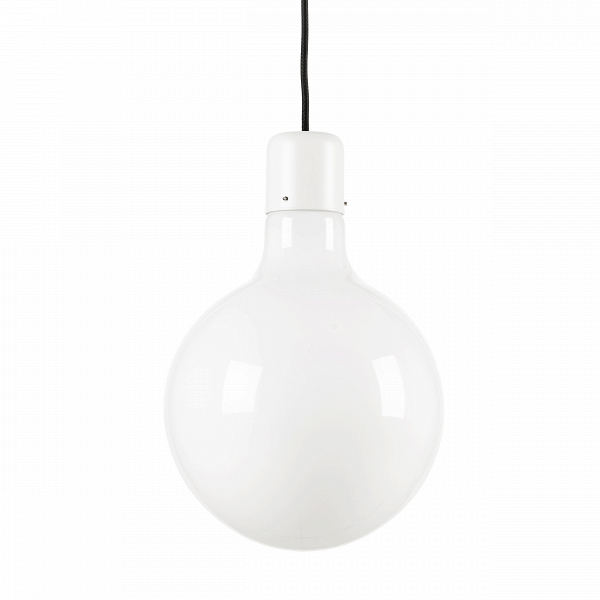 Подвесной светильник Form GlobeПодвесные<br>Идея подвесного светильника Form Globe очень проста: абажур изВопалового стекла различной формы (круг, прямоугольник, треугольник). Но наибольшее впечатление светильники производят, когда они скомпонованы вВгруппу иВимеют различную длину подвесов. Кабель темного оттенка иВсерый патрон образуют декоративные контрасты сВбелым стеклом. Группа изВтрех светильников воспринимается как геометрический мобиль, а кластер изВмножества светильников производит впечат...<br><br>stock: 0<br>Высота: 150<br>Диаметр: 25<br>Количество ламп: 1<br>Материал абажура: Стекло<br>Мощность лампы: 13<br>Ламп в комплекте: Нет<br>Напряжение: 220<br>Тип лампы/цоколь: E27<br>Цвет абажура: Белый