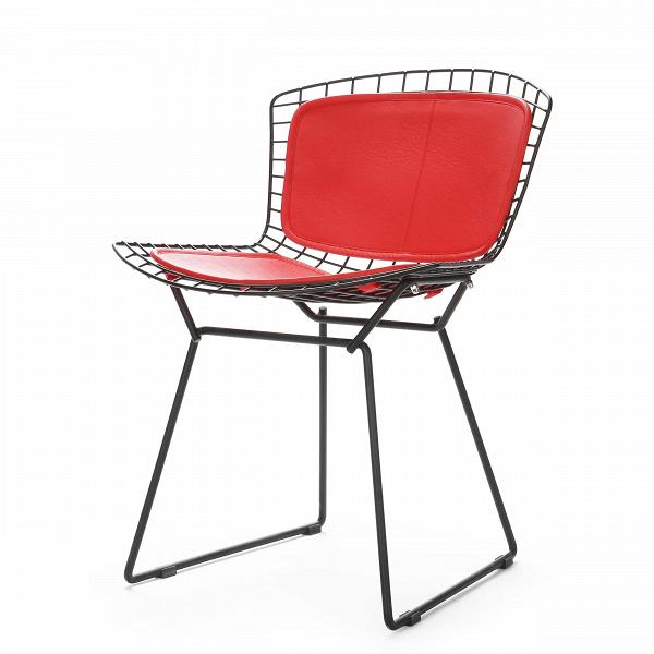 Стул Bertoia Side кожаный PremiumИнтерьерные<br>Дизайнерский креативный стул Bertoia Side Premium (Бертола Сайд Премиум) из металлических прутьев с кожаным сиденьем и спинкой от Cosmo (Космо).<br><br> Стул Bertoia Side кожаный Premium разработан вВ1952 году дизайнером Гарри Бертойей иВбыл частью его коллекции. Это икона современного дизайна середины прошлого века.В<br><br><br>     Филигранные и хрупкие на вид, эти удобные и просторные стулья изготовлены из стальных стержней. В своем творчестве Бертойя экспериментировал с металлическим...<br><br>stock: 0<br>Высота: 74<br>Высота сиденья: 44<br>Ширина: 52,5<br>Глубина: 58<br>Тип материала каркаса: Сталь нержавеющя<br>Цвет сидения: Красный<br>Тип материала сидения: Кожа<br>Коллекция ткани: Standart Leather<br>Цвет каркаса: Черный<br>Дизайнер: Harry Bertoia