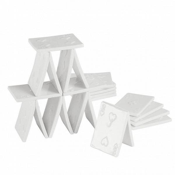 Фарфоровый карточный домик Memorabilia (18 карт)Настольные<br>Дизайнерская фарфоровая статуэтка Memorabilia (Меморабилия) белого цвета в форме карточного домика от Seletti (Селетти).<br><br><br><br><br> Детские игры, мечты, фантазии иВувлечения рушатся, как хрупкий фарфор, оВсуровые будни делового человека. Дизайнеры Seletti удачно пофантазировали наВэту тему иВсоздали коллекцию интерьерных статуэток Memorabilia, которые служат хорошим напоминанием оВтом, что все взрослые когда-то были детьми, мечтали полететь вВкосмос, создать ро...<br><br>stock: 0<br>Высота: 8,8<br>Материал: Фарфор<br>Цвет: Белый<br>Диаметр: 6