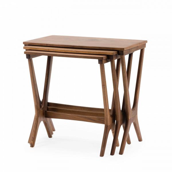 Набор кофейных столов NestingКофейные столики<br>Дизайнерский набор из трех коричневых кофейных столов Nesting (Нестинг) от Cosmo (Космо).<br><br><br> Складывающиеся столики-трансформеры не зря вот уже столько лет не сдают интерьерных позиций — проблема разумной и при этом красивой организации пространства стояла во все времена. Сегодня, когда дизайнеры предлагают сотни комбинаций и материалов для их прародителя, популярного столика Quartetto из XVIII века (в первоначальной версии было четыре складывающихся столика разных размеров), наш выбор ...<br><br>stock: 4<br>Высота: 53,8<br>Ширина: 56<br>Диаметр: 36<br>Цвет ножек: Орех американский<br>Цвет столешницы: Орех американский<br>Материал ножек: Массив ореха<br>Материал столешницы: Фанера, шпон ореха<br>Тип материала столешницы: Фанера<br>Тип материала ножек: Дерево