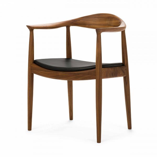 Стул KennedyИнтерьерные<br>Дизайнерский деревянный стул Kennedy (Кеннеди) с низкой спинкой и кожаным сиденьем от Cosmo (Космо).<br><br>     Почувствуйте себя тридцать пятым президентом США Джоном Кеннеди во время жарких предвыборных дебатов сВсоперником Ричардом Никсоном в прямом эфире канала CBS вВ1960 году! Именно на деревянном стуле с сиденьем изВзернистой кожи от Ханса Вегнера сидел тогда президент. Гарнитур из 12 стульев привезли из-за океана специально дляВэтого случая, а выбрали их за немаркую эл...<br><br>stock: 0<br>Высота: 76,5<br>Высота сиденья: 43<br>Ширина: 63<br>Глубина: 51,5<br>Материал каркаса: Массив ореха<br>Тип материала каркаса: Дерево<br>Цвет сидения: Черный<br>Тип материала сидения: Кожа<br>Коллекция ткани: Standart Leather<br>Цвет каркаса: Орех<br>Дизайнер: Hans Wegner