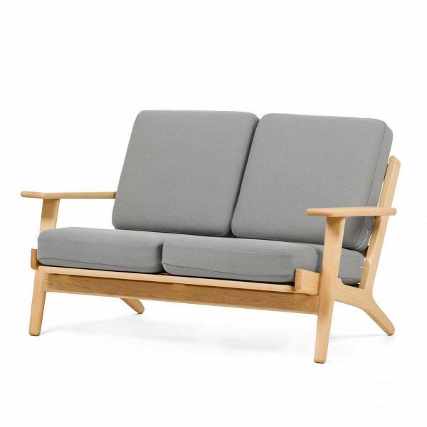 Диван Plank ширина 127Двухместные<br>Дизайнерский двухместный легкий диван Plank (Планк) ширина 127 с деревянным каркасом от Cosmo (Космо).<br><br><br> Вряд ли кто-то поспорит, что в гостиной правит бал его величество диван — на своем веку он может перевидать немало жарких объятий, искренних переживаний за успех любимой команды или яростной схватки в новой видеоигре. Если вы задумались о новом друге в гостиную, то творение датчанина Ханса Вегнера окажется как нельзя кстати.<br><br><br> Скандинавский модернист знаменит не только своими у...<br><br>stock: 0<br>Высота: 73,5<br>Высота сиденья: 41,5<br>Глубина: 84<br>Длина: 127<br>Материал каркаса: Массив клена<br>Материал обивки: Шерсть, Нейлон<br>Тип материала каркаса: Дерево<br>Коллекция ткани: T Fabric<br>Тип материала обивки: Ткань<br>Цвет обивки: Светло-серый<br>Цвет каркаса: Светло-коричневый<br>Дизайнер: Hans Wegner