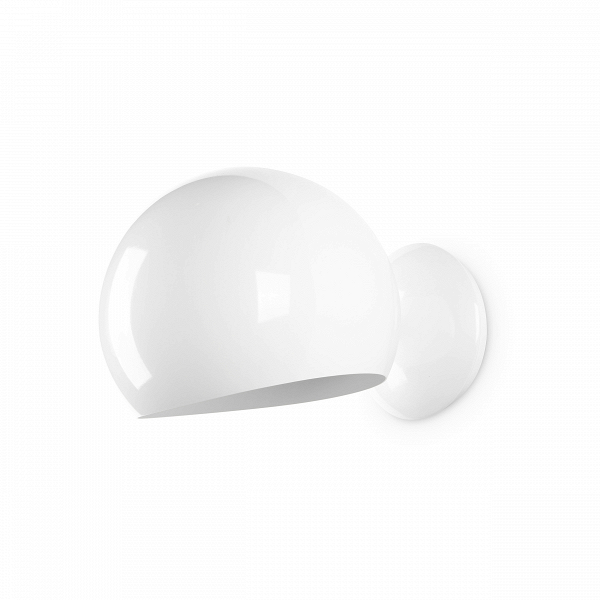 Настенный светильник Sphere диаметр 20Настенные<br>Настенный светильник Sphere диаметр 20 — прекрасный пример эргономичности в дизайне. Очень короткая, почти отсутствующая ножка, переходящая в тяжелый плафон идеальной шарообразной формы, — все это создает впечатление законченности и выдержанности.<br><br><br> В простоте создается идеальный стиль — именно так и сделан этот небольшой светильник в стиле модерн. Модерну присущи лаконичность и функциональность, и эти идеи может при помощи этого предмета интерьера реализовать любой поклонник минимали...<br><br>stock: 28<br>Ширина: 28<br>Диаметр: 20<br>Количество ламп: 1<br>Материал абажура: Металл<br>Материал арматуры: Сталь<br>Мощность лампы: 60<br>Ламп в комплекте: Нет<br>Напряжение: 220-240<br>Тип лампы/цоколь: E27<br>Цвет абажура: Белый<br>Цвет арматуры: Белый<br>Цвет провода: Белый и черный