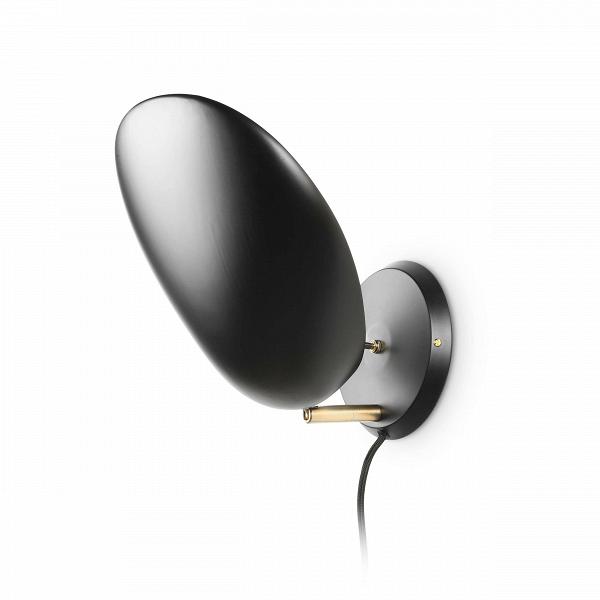 Настенный светильник CobraНастенные<br>Настенный светильник Cobra — это воспроизведение уникальной работы промышленного дизайнера Греты Магнуссон Гроссман. Он был создан в пятидесятых годах XX века и с тех пор не теряет популярности. Тогда же этот светильник получил награду Good Design Award и был впоследствии выставлен в Музее современного искусства МоМА. Грета Гроссман сформировала эстетику «калифорнийского модернизма». Сама она находилась под большим влиянием модернизма европейского.<br><br><br> Светильник полностью заслуживает с...<br><br>stock: 12<br>Высота: 33<br>Ширина: 14<br>Длина: 14<br>Количество ламп: 1<br>Материал абажура: Алюминий<br>Материал арматуры: Латунь<br>Мощность лампы: 60<br>Ламп в комплекте: Нет<br>Напряжение: 220-240<br>Тип лампы/цоколь: E27<br>Цвет абажура: Черный<br>Цвет арматуры: Латунь<br>Цвет провода: Черный<br>Дизайнер: Greta Grossmann