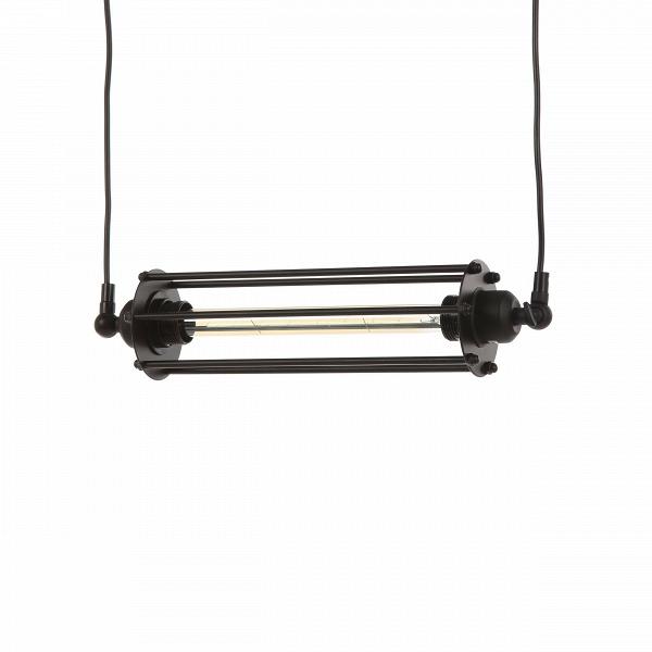 Подвесной светильник LoganПодвесные<br>Подвесной светильник Logan — это особенное, оригинальное творение ведущих дизайнеров компании Cosmo, которые постарались сделать его уместным как для общественных помещений, так и для домашнего интерьера в стиле лофт. Светильник имеет прозрачный длинный плафон, закрепленный на концах черными матовыми держателями. Абажур подвесного светильника, как и все его крепления, изготовлен из прочного металла черного цвета. Абажур крепится к двум стержням-держателям. Имеется цоколь для одной лампочки...<br><br>stock: 14<br>Высота: 9<br>Длина: 43<br>Материал абажура: Металл<br>Мощность лампы: 60<br>Тип лампы/цоколь: E27<br>Цвет абажура: Черный<br>Цвет провода: Черный