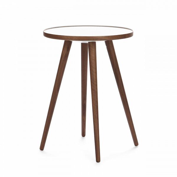 Кофейный стол Sputnik высота 55 диаметр 41Кофейные столики<br>Дизайнерский кофейный стол Sputnik (Спутник) (высота 55 диаметр 41) с пластиковой столешницей на четырех ножках от Cosmo (Космо).<br><br><br> Кофейный стол Sputnik высота 55 диаметр 41 имеет четыре длинные устойчивые ножки и небольшую круглую столешницу. Его разработал американский дизайнер и архитектор мирового уровня Шон Дикс. Столик сделан из качественной древесины американского ореха, что делает его достаточно прочнымВ и долговечным. СтолешницаВ покрыта меламином, благодаря чему уст...<br><br>stock: 4<br>Высота: 55<br>Диаметр: 40,6<br>Цвет ножек: Орех американский<br>Цвет столешницы: Белый<br>Материал ножек: Массив ореха<br>Тип материала столешницы: Пластик<br>Тип материала ножек: Дерево<br>Дизайнер: Sean Dix