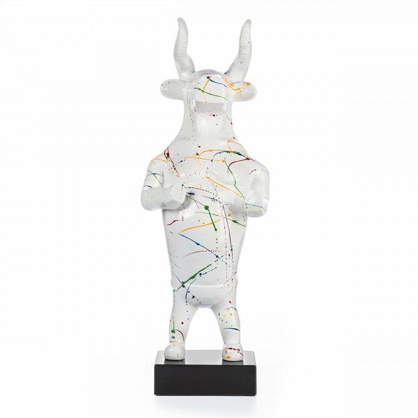 Статуэтка El ToroНастольные<br>Дизайнерская белая высокая статуэтка быка El Toro (Эль Торо) из полистоуна от Cosmo (Космо).<br><br><br><br> Статуэтка El Toro не зря носит испанское название, тем самым она напрямую создает ассоциацию с таким искусством, как коррида. Естественно, ее задача в силу своей аллегоричности — показать не быка как животное, а все то, что отождествляет собой бой с быком. И прямой намек на это — черты и человека, и быка, которые мы видим в этом образе.<br><br><br> Общие пропорции и части тела в этой статуэтке со...<br><br>stock: 8<br>Высота: 79<br>Ширина: 29<br>Материал: Полистоун<br>Цвет: Белый<br>Диаметр: 21
