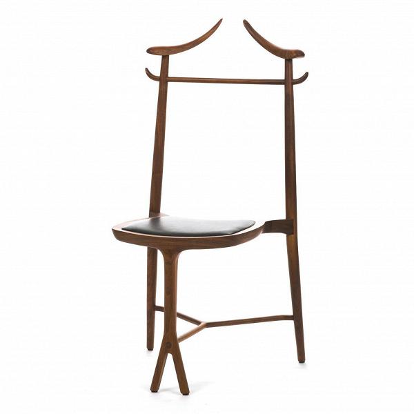 Стул Chambre CloseИнтерьерные<br>Дизайнерский стильный стул Chambre Close IЧамбр Клоз) необычной формы из массива ореха с кожаной вставкой сиденья от Cosmo (Космо).<br><br><br><br>     Для создания домашнего интерьера важно учитывать все: от качественного освещения и декора до удобной мягкой мебели и комнатных стульев. Стул Chambre Close — это как раз то, что нужно, если вам необходимо привнести в комнатную обстановку нотку свежести и оригинальности, украсить ее новыми формами и необыкновенно красивым дизайном. Стул обладает очень н...<br><br>stock: 0<br>Высота: 110<br>Ширина: 53,5<br>Глубина: 58,5<br>Тип производства: Ручное производство<br>Материал каркаса: Массив ореха<br>Тип материала каркаса: Дерево<br>Цвет сидения: Черный<br>Тип материала сидения: Кожа<br>Цвет каркаса: Орех<br>Дизайнер: Roberto Lazzeroni