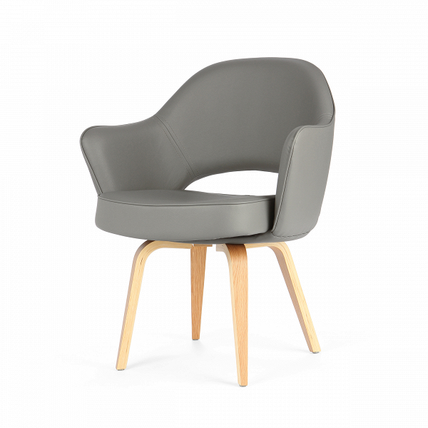 Кресло Executive с деревянными ножкамиИнтерьерные<br>Оригинальный, совершенно не скучный дизайн этого предмета привлечет внимание даже самого искушенного ценителя стильного оформления домашнего интерьера. Кресло Executive с деревянными ножками обладает очень удобной спинкой, которая позволит вам отдохнуть с наибольшим комфортом, и глубоким сиденьем. А высокие сплошные подлокотники создадут приятное ощущение психологического комфорта и уютной домашней атмосферы.<br><br><br> Изделие изготовлено из высококачественных материалов, что обеспечивает ег...<br><br>stock: 17<br>Высота: 82,5<br>Высота сиденья: 46<br>Ширина: 68,5<br>Глубина: 62,5<br>Цвет ножек: Белый дуб<br>Материал ножек: Массив дуба<br>Материал обивки: Кожа искусственная<br>Коллекция ткани: Premium Grade PU<br>Тип материала обивки: Полиуретан<br>Тип материала ножек: Дерево<br>Цвет обивки: Темно-серый
