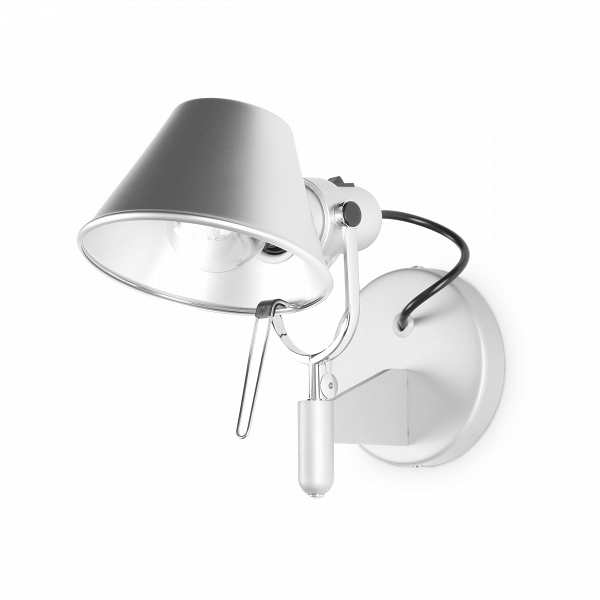 Настенный светильник PeriscopeНастенные<br>Оригинальная конструкция и ультрасовременный стиль — настенный светильник Periscope станет великолепным дополнением к основному освещению любого интерьера, выполненного в стиле хай-тек. Светильник похож на прибор высокотехнологичной иллюминации, которую мы часто видим в фильмах о далеком будущем.<br><br><br> Корпус данного осветительного прибора изготовлен из алюминия — легкого и прочного материала, давно завоевавшего любовь дизайнеров всего мира. Крепления и держатель светильника сделаны из с...<br><br>stock: 5<br>Высота: 21,5<br>Ширина: 26,5<br>Длина: 14,8<br>Количество ламп: 1<br>Материал абажура: Алюминий<br>Материал арматуры: Сталь<br>Мощность лампы: 60<br>Ламп в комплекте: Нет<br>Напряжение: 220<br>Тип лампы/цоколь: E27<br>Цвет абажура: Серебряный<br>Цвет арматуры: Серебро