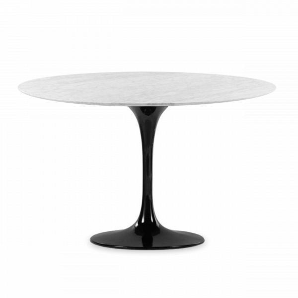 Обеденный стол Tulip диаметр 122Обеденные<br>Дизайнерская глянцевый белый обеденный стол Tulip (Тулип) овальный на одной ножке с мраморной столещницей от Cosmo (Космо).У каждого знаменитого дизайнера прошлого столетия есть своя «формула вечного дизайна», а значит, есть и произведения дизайнерского искусства, которые уже много лет не выходят из моды, не теряют своей актуальности и востребованы по сей день. Стол Tulip как раз был разработан при помощи такой формулы, которую вывел Ээро Сааринен. Изящная ножка-тюльпан и круглая столешница, ...<br><br>stock: 1<br>Высота: 72<br>Диаметр: 122<br>Цвет ножек: Черный глянец<br>Цвет столешницы: Белый<br>Материал столешницы: Мрамор итальянский<br>Тип материала столешницы: Мрамор<br>Тип материала ножек: Алюминий<br>Дизайнер: Eero Saarinen