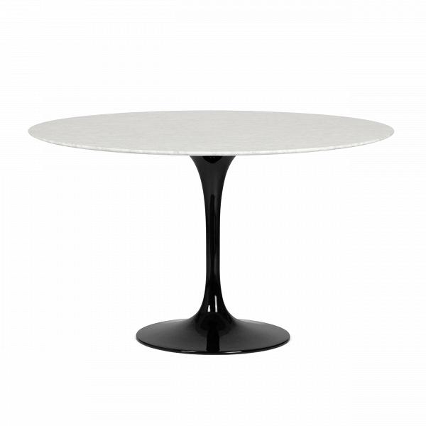 Обеденный стол Tulip диаметр 122Обеденные<br>Дизайнерская глянцевый белый обеденный стол Tulip (Тулип) овальный на одной ножке с мраморной столещницей от Cosmo (Космо).У каждого знаменитого дизайнера прошлого столетия есть своя «формула вечного дизайна», а значит, есть и произведения дизайнерского искусства, которые уже много лет не выходят из моды, не теряют своей актуальности и востребованы по сей день. Стол Tulip как раз был разработан при помощи такой формулы, которую вывел Ээро Сааринен. Изящная ножка-тюльпан и круглая столешница, ...<br><br>stock: 0<br>Высота: 72<br>Диаметр: 122<br>Цвет ножек: Черный глянец<br>Цвет столешницы: Белый<br>Материал столешницы: Мрамор итальянский<br>Тип материала столешницы: Мрамор<br>Тип материала ножек: Алюминий<br>Дизайнер: Eero Saarinen