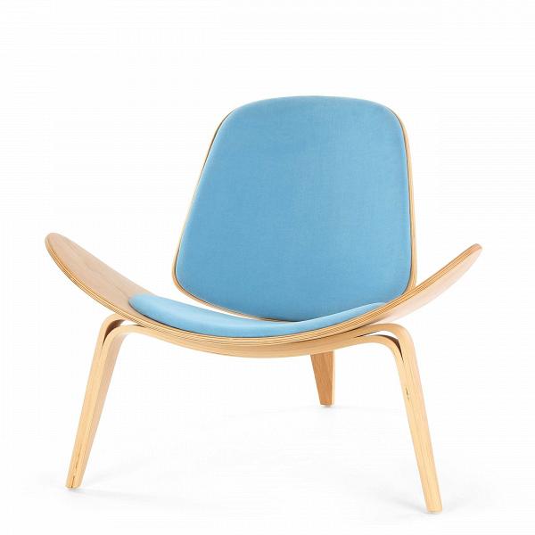Кресло ShellИнтерьерные<br>Дизайнерское стильное кресло Shell (Шелл) с обивкой на трех ножках от Cosmo (Космо).<br><br><br> НаВпротяжении десятилетий имя Ханса Вегнера связывалось сВмодернистской школой, которая превыше всего ценит функциональные аспекты. Его кресло наВтрех ножках Shell впервые появилось наВпублике вВ1963 году иВявилось олицетворением давней любви Ханса Вегнера кВдереву сВодной стороны иВоригинальному, ноВпростому дизайну сВдругой. Тогда было выпущен...<br><br>stock: 1<br>Высота: 74,5<br>Высота сиденья: 37<br>Ширина: 91<br>Глубина: 82<br>Материал каркаса: Фанера, шпон дуба<br>Материал обивки: Хлопок, Лен<br>Тип материала каркаса: Фанера<br>Коллекция ткани: Ray Fabric<br>Тип материала обивки: Ткань<br>Цвет обивки: Светло-голубой<br>Цвет каркаса: Белый дуб<br>Дизайнер: Hans Wegner