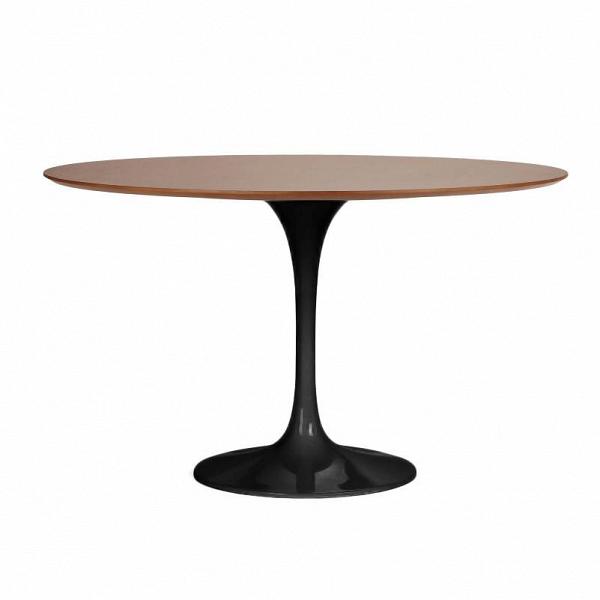 Обеденный стол Tulip с деревянной столешницей диаметр 122Обеденные<br>Ээро Сааринен — крупный представитель американских архитекторов и промышленных дизайнеров. В ходе собственных экспериментов Ээро сформировал собственный неофутуристический стиль. В его направлении преобладает простота иВширота структурных кривых. Настоящей находкой архитектора в создании мебели стала модель Tulip («тюльпан») — кресла и столы на одной опоре.<br><br><br> Обеденный стол Tulip с деревянной столешницей диаметр 122 олицетворяет современный стиль и комфорт. Продолжая дизайнерскую...<br><br>stock: 3<br>Высота: 72<br>Диаметр: 121,5<br>Цвет ножек: Черный глянец<br>Цвет столешницы: Коричневый<br>Материал столешницы: Фанера, шпон розового дерева<br>Тип материала столешницы: Фанера<br>Тип материала ножек: Алюминий<br>Дизайнер: Eero Saarinen