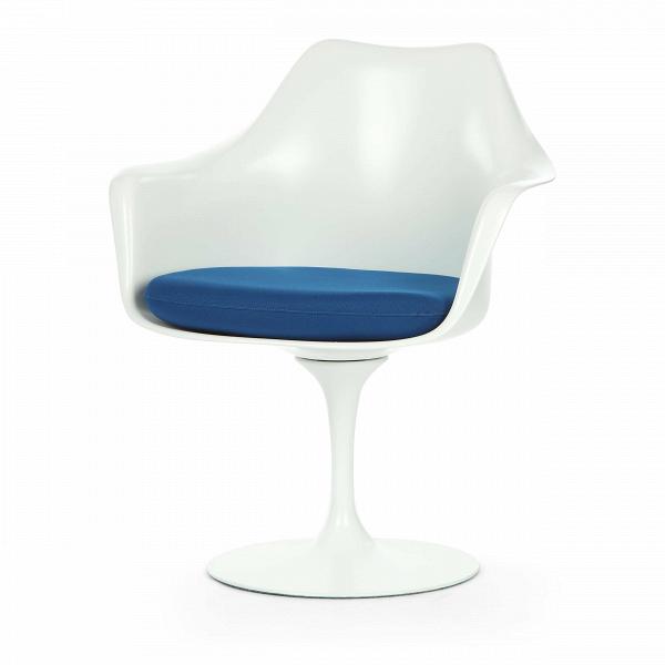 Cтул Tulip с подлокотниками и мягкой подушкойИнтерьерные<br>Дизайнерский мягкий стул Tulip (Тулип) с подлокотниками и мягкой подушкой из стекловолокна на глянцевой ножке с кожаным сиденьем от Cosmo (Космо).<br><br>     Свои основные идеи финн Ээро Сааринен черпал вВаскетичном подходе кВдизайну, воплощая ихВвВнаиболее эффективных конструкционных решениях. «Решение любой дизайнерской задачи нужно искать вВследующей, более крупной вещи,В— утверждал Сааринен. — Если загвоздка вВстуле, мыВдолжны смотреть наВто, как ...<br><br>stock: 1<br>Высота: 80,5<br>Высота сиденья: 47<br>Ширина: 66<br>Глубина: 58<br>Цвет ножек: Белый матовый<br>Тип материала каркаса: Стекловолокно<br>Материал сидения: Полиэстер<br>Цвет сидения: Синий<br>Тип материала сидения: Ткань<br>Коллекция ткани: Gabriel Fabric<br>Тип материала ножек: Алюминий<br>Цвет каркаса: Белый матовый<br>Дизайнер: Eero Saarinen