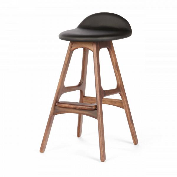 Барный стул Buch 2Полубарные<br>Мы говорим скандинавский модерн, подразумеваем целую плеяду дизайнеров-экспериментаторов, среди которых был и Эрик Бук. Мебель этого датчанина с 1957 года занимает прочные позиции в истории дизайна благодаря минималистичным обтекаемым формам, натуральным материалам — дереву, ткани и коже, практичности и функциональности.<br><br><br> Поклонников модного нынче экологичного образа жизни, да и просто любителей завтраков и ужинов на траве, наверняка привлечет знаменитый барный стул Buch 2. Он появи...<br><br>stock: 1<br>Высота: 75,5<br>Высота сиденья: 65<br>Ширина: 40<br>Глубина: 45<br>Цвет ножек: Орех<br>Материал ножек: Массив ореха<br>Материал сидения: Полиуретан<br>Цвет сидения: Черный<br>Тип материала сидения: Кожа искусственная<br>Коллекция ткани: Premium Grade PU<br>Тип материала ножек: Дерево<br>Дизайнер: Erik Buch