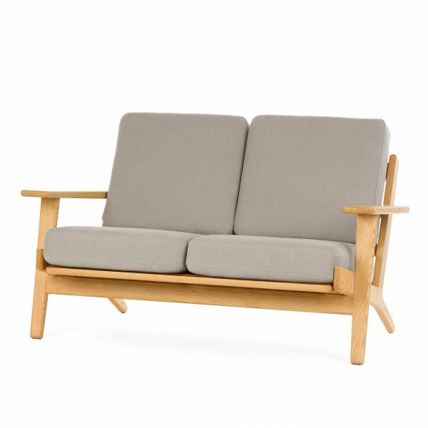 Диван Plank ширина 127Двухместные<br>Дизайнерский двухместный легкий диван Plank (Планк) ширина 127 с деревянным каркасом от Cosmo (Космо).<br><br><br> Вряд ли кто-то поспорит, что в гостиной правит бал его величество диван — на своем веку он может перевидать немало жарких объятий, искренних переживаний за успех любимой команды или яростной схватки в новой видеоигре. Если вы задумались о новом друге в гостиную, то творение датчанина Ханса Вегнера окажется как нельзя кстати.<br><br><br> Скандинавский модернист знаменит не только своими у...<br><br>stock: 0<br>Высота: 73,5<br>Высота сиденья: 41,5<br>Глубина: 84<br>Длина: 127<br>Материал каркаса: Массив ясеня<br>Материал обивки: Хлопок, Лен<br>Тип материала каркаса: Дерево<br>Коллекция ткани: Ray Fabric<br>Тип материала обивки: Ткань<br>Цвет обивки: Светло-серый<br>Цвет каркаса: Светло-коричневый<br>Дизайнер: Hans Wegner