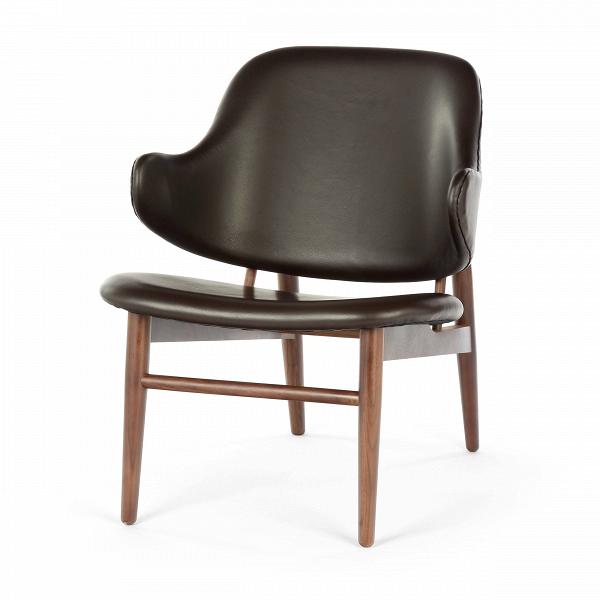 Кресло KofodИнтерьерные<br>Дизайнерское легкое яркое кресло Kofod (Кофод) с широкой спинкой без подлокотников от Cosmo (Космо).<br><br><br> В пятидесятые-шестидесятые годы творения датского архитектора и дизайнера Иба Кофод-Ларсена незаслуженно игнорировались и не пользовались успехом в его родной Скандинавии. Возможно, шведы (а он работал именно наВэтом рынке) сочли его мебель слишком уж лаконичной и минималистичной, но сегодня на волне моды на скандинавский дизайн с его простотой и утилитарностью сложно представить...<br><br>stock: 0<br>Высота: 76,5<br>Высота сиденья: 40<br>Ширина: 66<br>Глубина: 67,5<br>Цвет ножек: Орех американский<br>Материал ножек: Массив ореха<br>Коллекция ткани: Harry Leather<br>Тип материала обивки: Кожа<br>Тип материала ножек: Дерево<br>Цвет обивки: Шоколадно-коричневый<br>Дизайнер: Ib Kofod Larsen