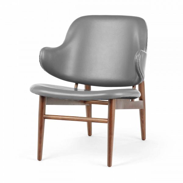 Кресло KofodИнтерьерные<br>Дизайнерское легкое яркое кресло Kofod (Кофод) с широкой спинкой без подлокотников от Cosmo (Космо).<br><br><br> В пятидесятые-шестидесятые годы творения датского архитектора и дизайнера Иба Кофод-Ларсена незаслуженно игнорировались и не пользовались успехом в его родной Скандинавии. Возможно, шведы (а он работал именно наВэтом рынке) сочли его мебель слишком уж лаконичной и минималистичной, но сегодня на волне моды на скандинавский дизайн с его простотой и утилитарностью сложно представить...<br><br>stock: 4<br>Высота: 76,5<br>Высота сиденья: 40<br>Ширина: 66<br>Глубина: 67,5<br>Цвет ножек: Орех американский<br>Материал ножек: Массив ореха<br>Коллекция ткани: Harry Leather<br>Тип материала обивки: Кожа<br>Тип материала ножек: Дерево<br>Цвет обивки: Серый<br>Дизайнер: Ib Kofod Larsen