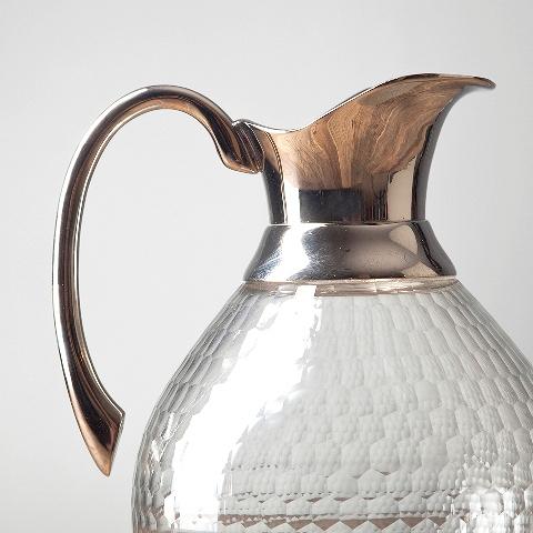 Кувшин (RO-6244/HMN)Посуда<br>Выработанный фирменный стиль коллекций сегодня узнаваем во всем мире. Команда дизайнеров активно ищет вдохновение из различных источников по всему миру - музеев, на антикварных аукционах и в антикварных лавках. Стиль EICHHOLTZ – это фьюжн разнообразие впечатлений и идей в единой коллекции.<br><br>stock: 85<br>Высота: 23<br>Ширина: 14<br>Материал: металл, стекло<br>Цвет: chrom<br>Длина: 14<br>Ширина: 14<br>Высота: 23<br>Длина: 14