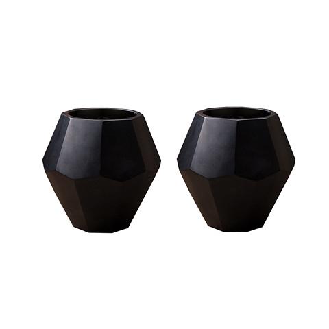 Подсвечник, набор из 2х штук (108318)Подсвечники и свечи<br>Выработанный фирменный стиль коллекций сегодня узнаваем во всем мире. Команда дизайнеров активно ищет вдохновение из различных источников по всему миру - музеев, на антикварных аукционах и в антикварных лавках. Стиль EICHHOLTZ – это фьюжн разнообразие впечатлений и идей в единой коллекции.<br><br>stock: 1<br>Высота: 16<br>Ширина: 14<br>Материал: Стекло<br>Цвет: anthracite-colored<br>Длина: 14<br>Ширина: 14<br>Высота: 16<br>Длина: 14