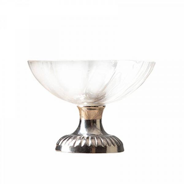 Ваза (RO-5826/KN)Вазы<br>Exstera<br><br>stock: 23<br>Высота: 9<br>Ширина: 14<br>Материал: металл, стекло<br>Цвет: chrom/clear<br>Длина: 14<br>Ширина: 14<br>Высота: 9<br>Длина: 14