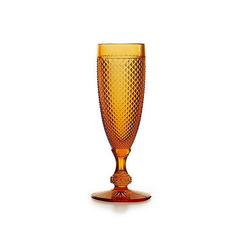 Бокал (AB22/030431125004)Посуда<br>Фабрика VISTA ALEGRE с 1824 года изготавливает изделия из цветного стекла , смешивая песок и натуральные пигменты. Стеклянные изделия создают ручным способом путем заливания в пресс-формы жидкого стекла. Уникальные цвета и узоры на изделиях позволяют использовать их в любых интерьерных стилях, будь то Шебби шик, арт деко, богемный шик, винтаж или современный стиль.<br><br>stock: 4<br>Материал: Стекло<br>Цвет: Ambar 25<br>Объем: 110<br>Объем: &lt;Объект не найден&gt; (51:94490025907a102b11e55de4547941d7)