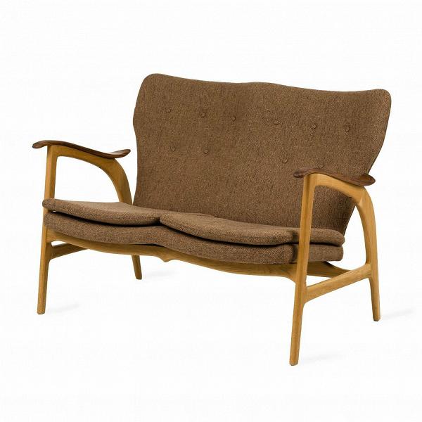 Диван FauteuilДвухместные<br>Дизайнерский легкий двухместный диван Fauteuil (Фоутей) с обивкой из льна и деревянным каркасом от Cosmo (Космо).<br><br>Классические формы классического дивана от классиков мебельного дизайна — проектировщиков из Скандинавии.<br> Финн Юль (Finn Juhl), автор дизайна дивана Fauteuil, — одна из крупнейших фигур в истории датского дизайна. В 1945 году он создал этот потрясающий диван, разорвавший привычные шаблоны: рама дивана больше не соединяет сиденье и спинку. Конечный результат задумки Финна Юл...<br><br>stock: 0<br>Высота: 84<br>Высота сиденья: 42,5<br>Глубина: 77<br>Длина: 118<br>Цвет подлокотников: Орех<br>Материал каркаса: Массив дуба<br>Материал обивки: Полиэстер<br>Материал подлокотников: Массив ореха<br>Тип материала каркаса: Дерево<br>Коллекция ткани: D Fabric<br>Тип материала обивки: Ткань<br>Цвет обивки: Бежево-коричневая<br>Цвет каркаса: Дуб<br>Дизайнер: Finn Juhl