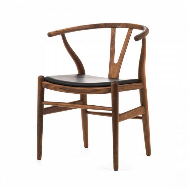 Стул Wishbone кожаныйИнтерьерные<br>Дизайнерский стул Wishbone (Уишбон) из дерева с кожаным сиденьем от Cosmo (Космо).<br>Стул Wishbone кожаный был разработан вВ1949 году передовым датским дизайнером мебели Хансом Вегнером. Стул Wishbone был создан под впечатлением отВпросмотра классических портретов датских торговцев, сидящих наВкитайских стульях династии Мин. Свое название стул Wishbone («вилка») получил заВспецифическую форму спинки сиденья.<br><br><br><br> Оригинальный стул Wishbone кожаный широко используется при...<br><br>stock: 0<br>Высота: 73,5<br>Высота сиденья: 42,5<br>Ширина: 55,5<br>Глубина: 53,5<br>Материал каркаса: Массив ореха<br>Тип материала каркаса: Дерево<br>Цвет сидения: Черный<br>Тип материала сидения: Кожа<br>Коллекция ткани: Standart Leather<br>Цвет каркаса: Орех<br>Дизайнер: Hans Wegner