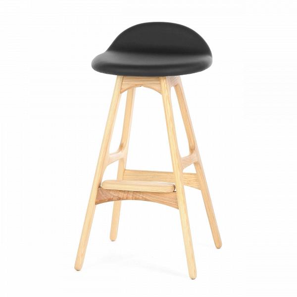 Барный стул Buch 2Полубарные<br>Мы говорим скандинавский модерн, подразумеваем целую плеяду дизайнеров-экспериментаторов, среди которых был и Эрик Бук. Мебель этого датчанина с 1957 года занимает прочные позиции в истории дизайна благодаря минималистичным обтекаемым формам, натуральным материалам — дереву, ткани и коже, практичности и функциональности.<br><br><br> Поклонников модного нынче экологичного образа жизни, да и просто любителей завтраков и ужинов на траве, наверняка привлечет знаменитый барный стул Buch 2. Он появи...<br><br>stock: 0<br>Высота: 75,5<br>Высота сиденья: 65<br>Ширина: 40<br>Глубина: 45<br>Цвет ножек: Светло-коричневый<br>Материал ножек: Массив ясеня<br>Цвет сидения: Черный<br>Тип материала сидения: Кожа<br>Коллекция ткани: Standart Leather<br>Тип материала ножек: Дерево<br>Дизайнер: Erik Buch