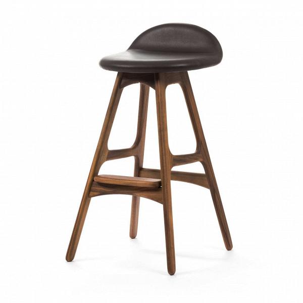 Барный стул Buch 2Полубарные<br>Мы говорим скандинавский модерн, подразумеваем целую плеяду дизайнеров-экспериментаторов, среди которых был и Эрик Бук. Мебель этого датчанина с 1957 года занимает прочные позиции в истории дизайна благодаря минималистичным обтекаемым формам, натуральным материалам — дереву, ткани и коже, практичности и функциональности.<br><br><br> Поклонников модного нынче экологичного образа жизни, да и просто любителей завтраков и ужинов на траве, наверняка привлечет знаменитый барный стул Buch 2. Он появи...<br><br>stock: 0<br>Высота: 75,5<br>Высота сиденья: 65<br>Ширина: 40<br>Глубина: 45<br>Цвет ножек: Орех<br>Материал ножек: Массив ореха<br>Цвет сидения: Черный<br>Тип материала сидения: Кожа<br>Коллекция ткани: Premium Leather<br>Тип материала ножек: Дерево<br>Дизайнер: Erik Buch