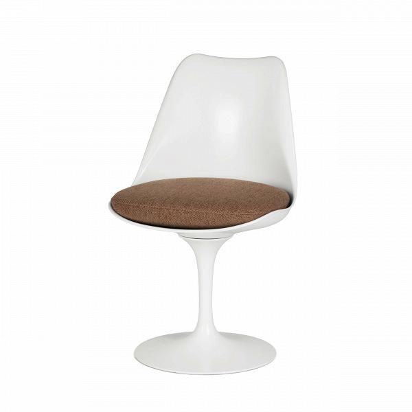 Стул TulipИнтерьерные<br>Дизайнерский стул Tulip (Тьюлип) из стекловолокна на алюминиевой ножке от Cosmo (Космо).<br><br> Стул Tulip — это один из самых знаменитых предметов мебели, он был разработан в 1958 году Ээро Саариненом. Поистине футуристический дизайн и классика модерна. Первый в мире одноногий стул изменил будущее дизайна мебели. Формой стул напоминает бокал или, как видно из названия, — тюльпан. Уникальное основание постамента обеспечивает устойчивость и выглядит эстетически привлекательным. Избавив стул от тр...<br><br>stock: 0<br>Высота: 81<br>Высота сиденья: 46<br>Ширина: 49,5<br>Глубина: 53<br>Цвет ножек: Белый матовый<br>Механизмы: Поворотная функция<br>Тип материала каркаса: Стекловолокно<br>Материал сидения: Полиэстер<br>Цвет сидения: Бежево-коричневый<br>Тип материала сидения: Ткань<br>Коллекция ткани: D Fabric<br>Тип материала ножек: Алюминий<br>Цвет каркаса: Белый матовый<br>Дизайнер: Eero Saarinen