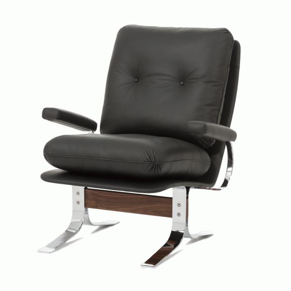 Кресло RalaxИнтерьерные<br>Дизайнерское кожаное удобное кресло Ralax (Рэлекс) на высоких металлических ножках от Cosmo (Космо).<br><br><br> Кресло Ralax — это великолепный офисный вариант или же отличное кресло для вашего домашнего кабинета. Оно изготовлено с учетом не только дизайнерских пожеланий, но также и для максимального удобства и расслабления, которое необходимо для того, чтобы отдохнуть после утомительного дня на работе. <br><br><br> Кресло выполнено в классическом стиле, однако с неотъемлемыми на сегодняшний день нот...<br><br>stock: 2<br>Высота: 81,5<br>Высота сиденья: 44,5<br>Ширина: 75,5<br>Глубина: 89<br>Цвет ножек: Хром<br>Материал каркаса: Массив ореха<br>Тип материала каркаса: Дерево<br>Коллекция ткани: Standart Leather<br>Тип материала обивки: Кожа<br>Тип материала ножек: Сталь нержавеющая<br>Цвет обивки: Черный<br>Цвет каркаса: Орех американский