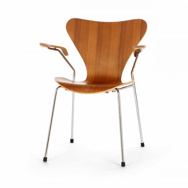 Стул S7 c подлокотникамиИнтерьерные<br>Дизайнерский легкий яркий стул S7 (С7) c подлокотниками на металлическом каркасе с деревянными сиденьем и спинкой от Cosmo (Космо).<br><br>     Эта фантазия на тему знаменитого стула «Муравей» гения датского минимализма Арне Якобсена, который он довел доВсовершенства в своей «Серии 7» 1955 года, придется поВвкусу всем: дети оценят необычную форму стула, а взрослые — лаконичный дизайн и функциональность.<br><br><br>     Выглядит он просто: четыре ножки из стали и каркас из натурального дерева,...<br><br>stock: 0<br>Высота: 75,5<br>Высота сиденья: 42<br>Ширина: 60<br>Глубина: 55,5<br>Цвет ножек: Хром<br>Материал сидения: Массив ореха<br>Цвет сидения: Орех<br>Тип материала сидения: Дерево<br>Тип материала ножек: Сталь нержавеющая<br>Дизайнер: Arne Jacobsen