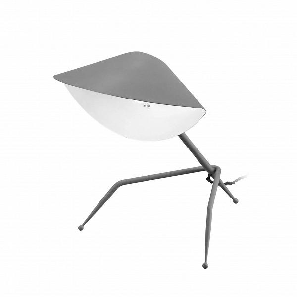 Настольный светильник Antony TripodeНастольные<br>Знаменитый французский дизайнер источников освещения Серж Муй старался создать иллюзию движения, оживить пространство, чтобы оно не казалось скучным и сухим. Светильники могут быть настоящими произведениями искусства, и работы Сержа Муя тому прекрасный пример. Настольный светильник Antony Tripode напоминает собой высокотехнологичного робота, который словно сам способен подбежать и осветить ваше рабочее место.<br><br><br> Изделие отличается не только оригинальным дизайном, но и отличными высоко...<br><br>stock: 0<br>Высота: 35<br>Ширина: 26<br>Длина: 29,5<br>Количество ламп: 1<br>Материал абажура: Алюминий<br>Материал арматуры: Сталь<br>Мощность лампы: 75<br>Ламп в комплекте: Нет<br>Тип лампы/цоколь: E14<br>Цвет абажура: Серый<br>Цвет арматуры: Серый<br>Цвет провода: Черный<br>Дизайнер: Serge Mouille