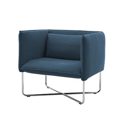 Кресло GrooveИнтерьерные<br>Дизайнерское прямоугольное кресло Groove (Грув) с тканевой обивкой на стальных ножках от Softline (Софтлайн).<br><br><br> Кресло Groove — красивое и смелое кресло с минималистским, но в то же время динамичным дизайном. Это результат сотрудничества между Флеммингом Буском и Стефаном Б.Херцогом, датским коллективом дизайнеров, известными своими наградами вВобласти дизайна мебели. Кресло было создано в 2008 году. <br> <br><br><br> Оригинальное кресло Groove от компании SoftLine — это выбор для активных...<br><br>stock: 0<br>Высота: 76<br>Высота сиденья: 40<br>Ширина: 80<br>Глубина: 75<br>Цвет ножек: Хром<br>Материал обивки: Шерсть, Полиамид<br>Коллекция ткани: Felt<br>Тип материала обивки: Ткань<br>Тип материала ножек: Сталь нержавеющая<br>Цвет обивки: Тёмно-синий<br>Дизайнер: Busk + Hertzog
