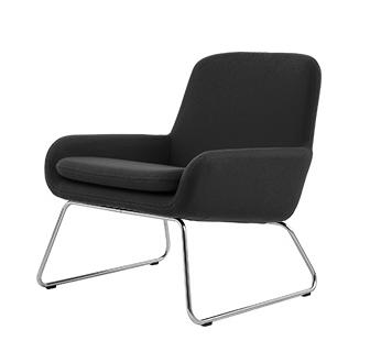 Кресло CocoИнтерьерные<br>Дизайнерское небольшое кресло Coco (Коко) в стиле минимализма на стальных ножках от Softline (Софтлайн).<br><br><br><br> КреслоВCoco — красивое и смелое кресло с минималистским, но очень динамичным дизайном. Это результат сотрудничества между Флеммингом Буском и Стефаном Б.Херцогом, датским коллективом дизайнеров, известными своими наградами вВобласти дизайна мебели. Округлые линии придают креслу Coco современный вид, который отлично вписывается вВлюбые интерьеры, как частные, так и&amp;...<br><br>stock: 0<br>Высота: 76<br>Высота сиденья: 40<br>Ширина: 65<br>Глубина: 73<br>Цвет ножек: Хром<br>Материал обивки: Хлопок, Полиакрил<br>Коллекция ткани: Eco Cotton<br>Тип материала обивки: Ткань<br>Тип материала ножек: Сталь нержавеющая<br>Цвет обивки: Темно-серый<br>Дизайнер: Busk + Hertzog